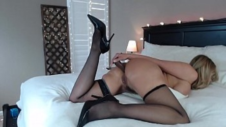 Sexy Milf Camgirl JessRyan shows off her HOT body on Cam! Anal and Double Penetration